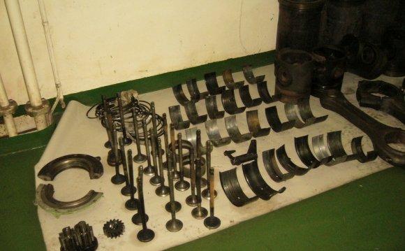 Four stroke engine parts