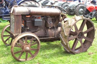 Fordson tractor sells for 5